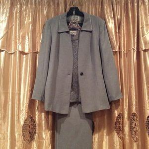 Women's Kasper Suit 3 piece